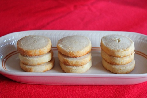 Vanilla Almond Shortbread Cookies