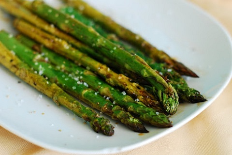 Simple Balsamic Roasted Asparagus