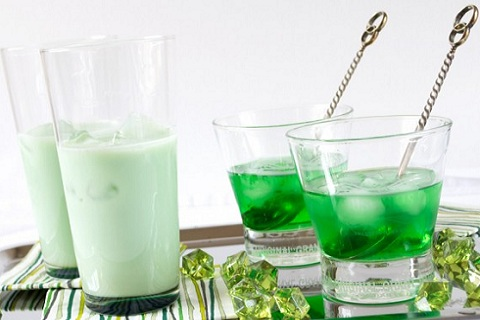 Whiskey and Creme de Menthe Cocktails
