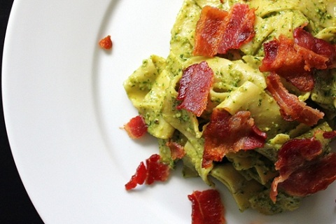 Parsley Arugula Pesto with Pasta and Crispy Bacon